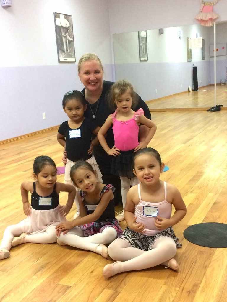 Lori Rodgers welcomes future ballerinas to a class at Rio Grande Valley Arts Studio. (VBR)