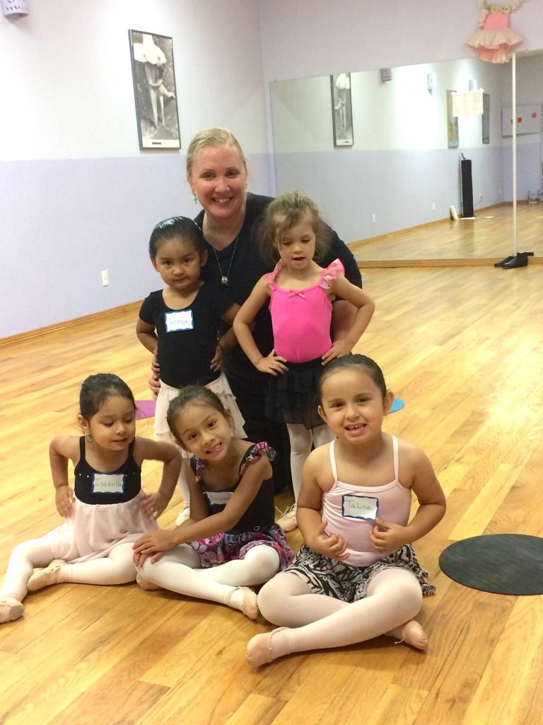 Lori Rodgers welcomes future ballerinas to a class at Rio Grande Valley Arts Studio. (VBR)