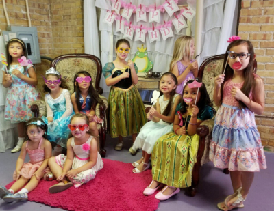 Little girls become princesses for a Glitzy Glam party. (Couresty)