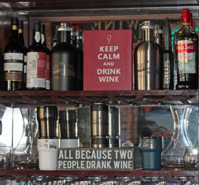 Behind the bar are messages for wine lovers. (VBR)
