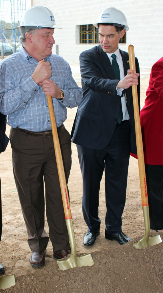Lone Star National Bank Board Chairman Alonzo Cantu (left) and President David Deanda get ready for the groundbreaking ceremony. (VBR)