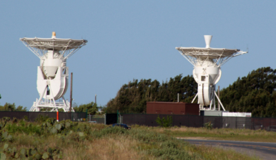 Two vertical tracking antennas have been installed at the SpaceX launch site near Boca Chica Beach. (VBR)