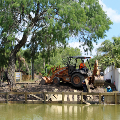 A retaining wall under construction along a resaca in the Brownsville area. (VBR)