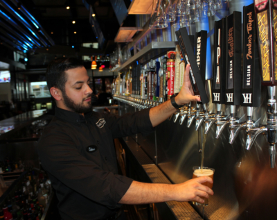 Edson Lozano pours a glass of beer for a Yard House customer. (VBR)