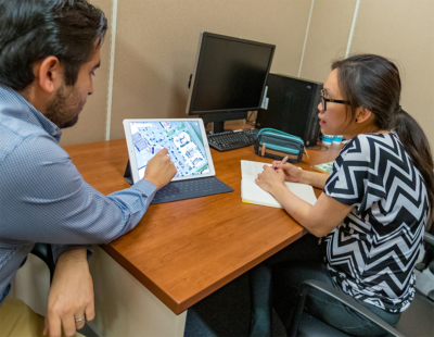 Marie Chang, owner of the BARA Exotic Food restaurant, discusses ways to improve her business with the UTRGV Entrepreneurship & Commercialization Center staff. (photo David Pike, UTRGV)