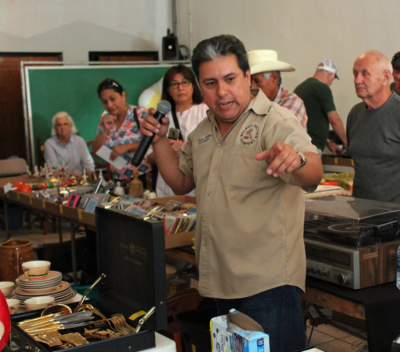 State licensed auctioneer Ruben Balboa talks up a piece of jewelry during a recent auction. (VBR)