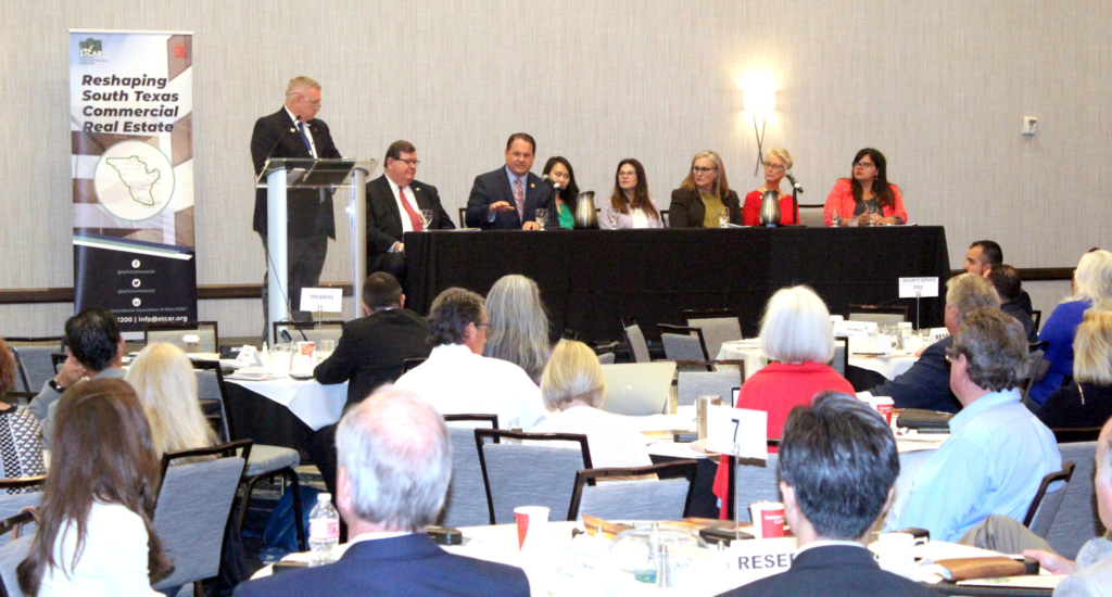 Randy Summers of Davis Equity Realty moderates a question and answer session with panelists at the STCAR Summit in San Antonio. (VBR)