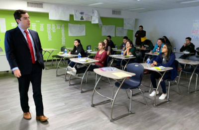 PSJA ISD Attorney Ben Castillo with O'Hanlon, Demerath & Castillo visits with PSJA Pre-Law Institute students during one of the 2018-2019 Institute workshops. (photo PSJA ISD)